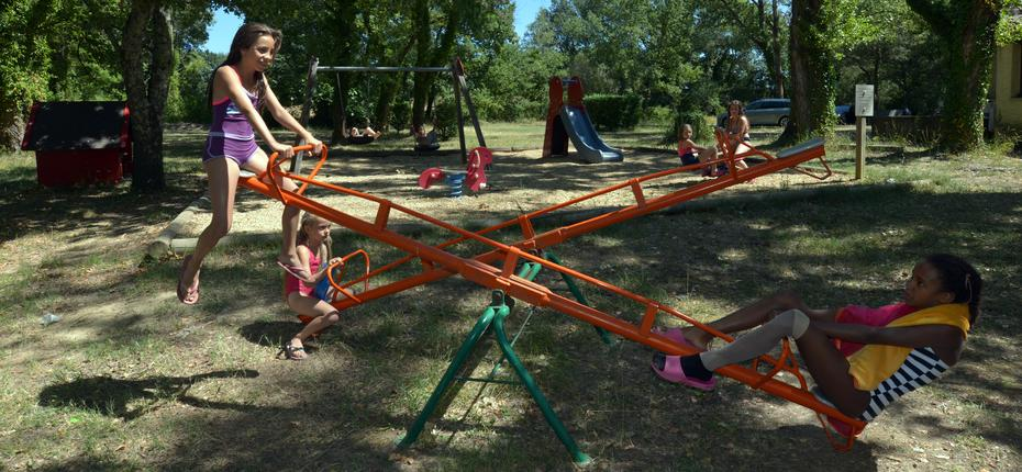 camping-gard-aire-jeux