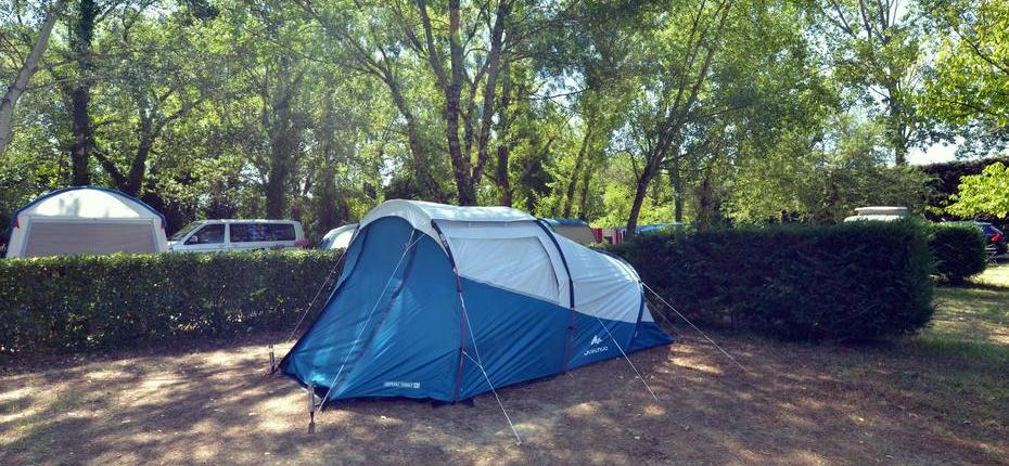 Emplacement tente camping du Gard