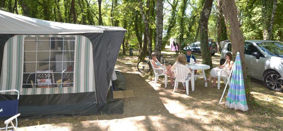 Emplacement espacé tente camping Gard