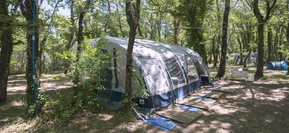 Emplacement grand tente camping Gard
